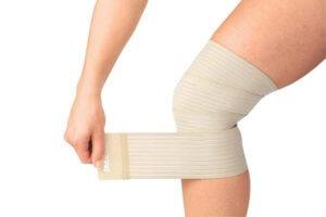 Боль в коленном суставе, причины возникновения и лечение
